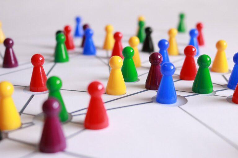 Spielfiguren auf Netzwerkkarte
